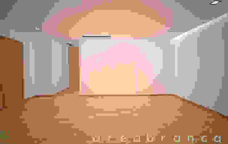 Suite Quartos modernos por Areabranca Moderno