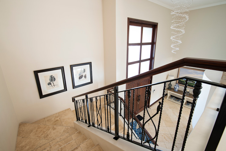 Staircase Country style corridor, hallway& stairs by Tru Interiors Country