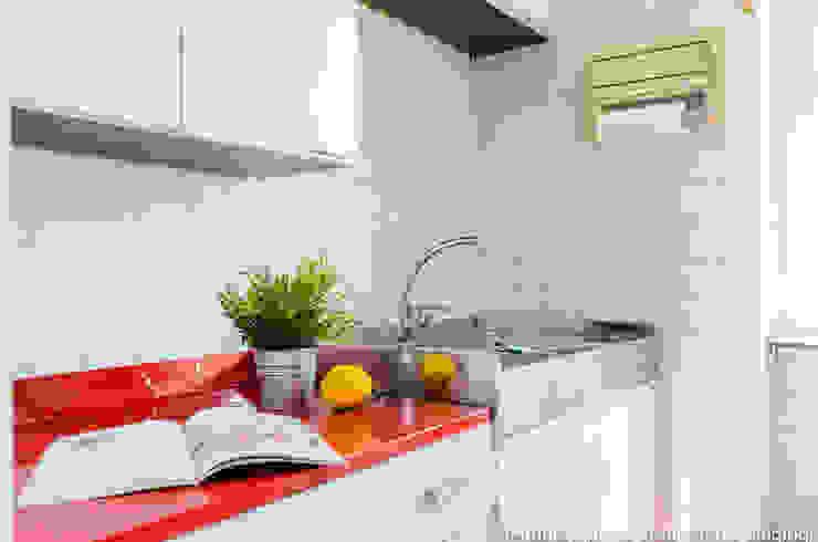Minimalist kitchen by Venduta a Prima Vista Minimalist
