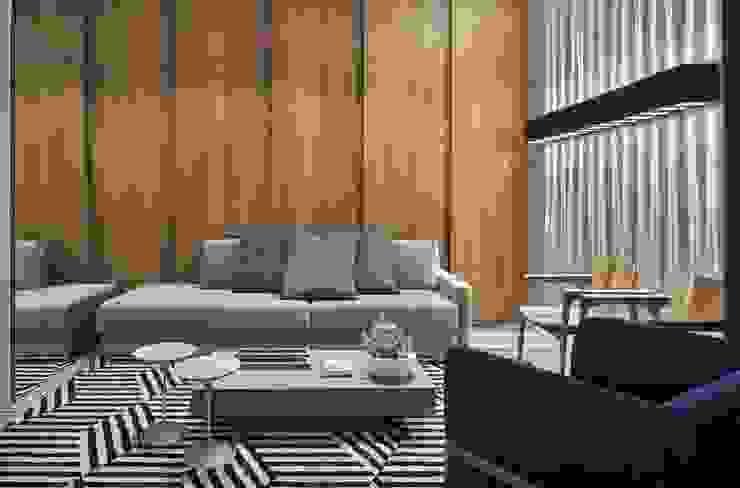 Moderne Wohnzimmer von Carmen Calixto Arquitetura Modern Holz Holznachbildung