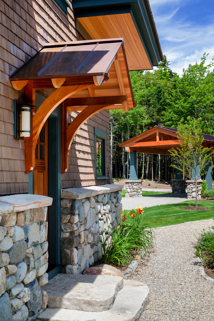 Bold Ocean Cottage - Side Entrance Classic style houses by John Morris Architects Classic
