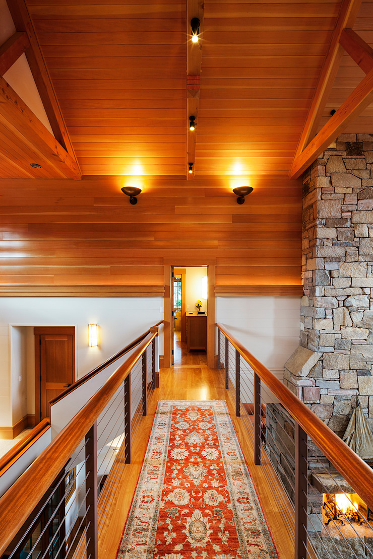 Bold Ocean Cottage - Hallway Balcony Classic style corridor, hallway and stairs by John Morris Architects Classic Wood Wood effect