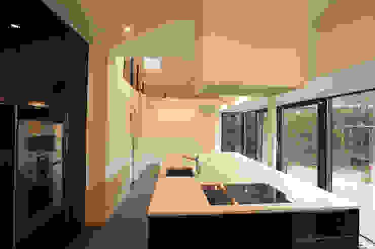 Koken en spelen Moderne keukens van QAN Architectuur Modern