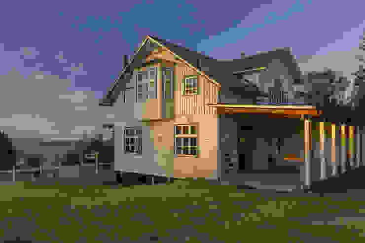 Scandinavian style houses by Moraga Höpfner Arquitectos Scandinavian