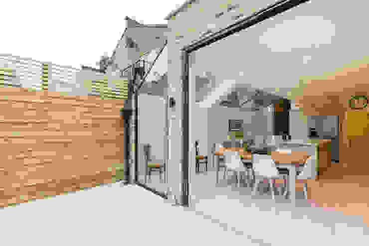 Major renovation, extension and loft. Fulham W6 Modern garden by TOTUS Modern