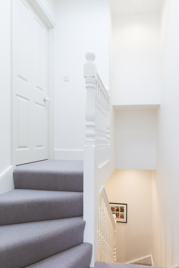 Major renovation, extension and loft. Fulham W6 모던스타일 복도, 현관 & 계단 by TOTUS 모던