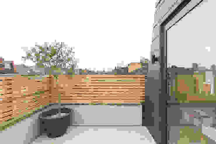 Major renovation, extension and loft. Fulham W6 Modern balcony, veranda & terrace by TOTUS Modern