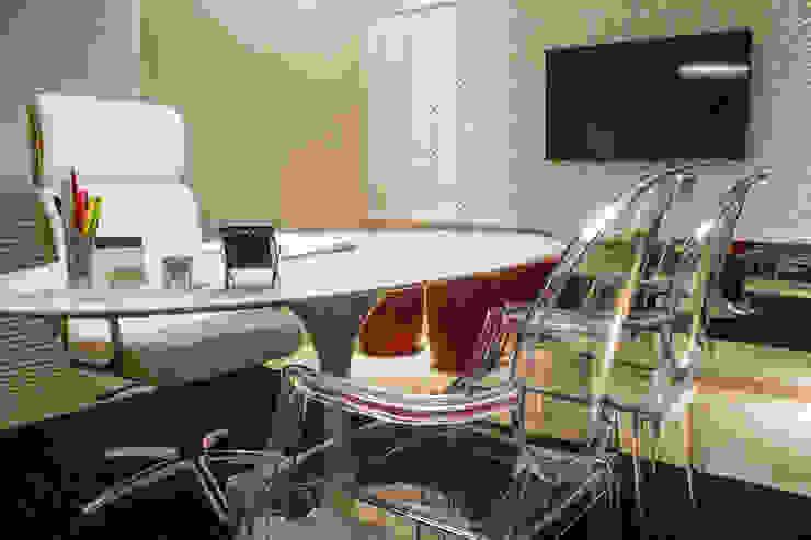 Oficinas y bibliotecas de estilo moderno de Cintia Abreu - Arquitetura e Interiores Moderno