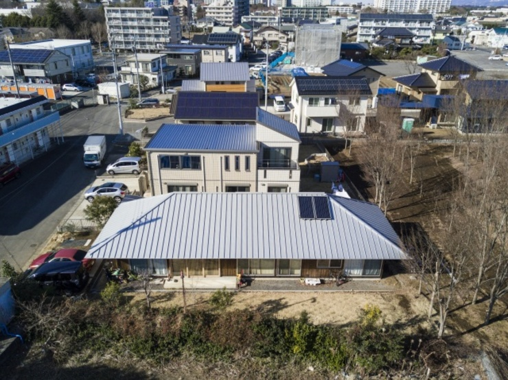 大きな屋根の家 モダンな 家 の m・style 一級建築士事務所 モダン 木 木目調
