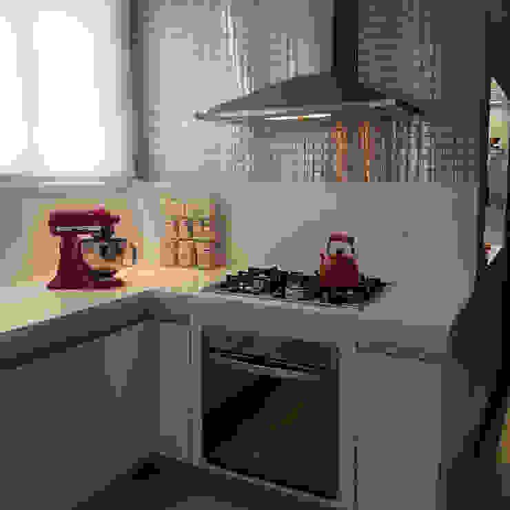 Moderne Küchen von Cintia Abreu - Arquitetura e Interiores Modern