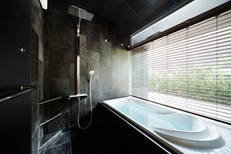 Eclectic style bathrooms by 松島潤平建築設計事務所 / JP architects Eclectic Stone