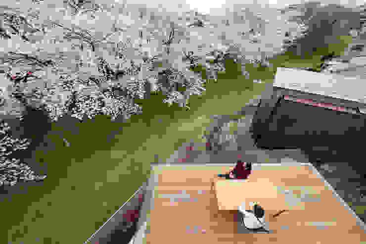 Terrasse de style  par 松島潤平建築設計事務所 / JP architects, Éclectique Bois Effet bois