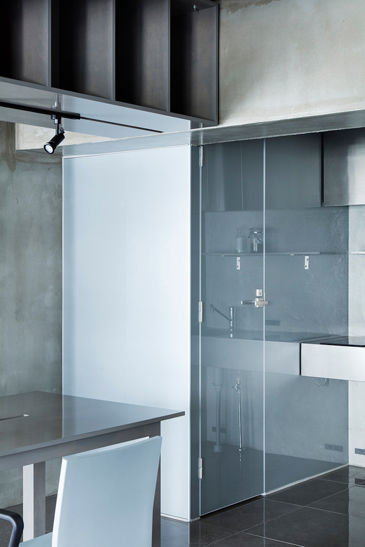 by 松島潤平建築設計事務所 / JP architects Rustic Glass