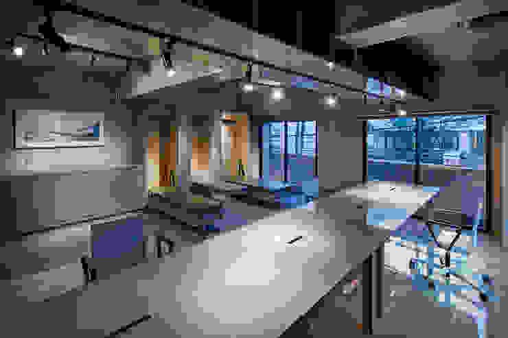 by 松島潤平建築設計事務所 / JP architects Rustic Concrete