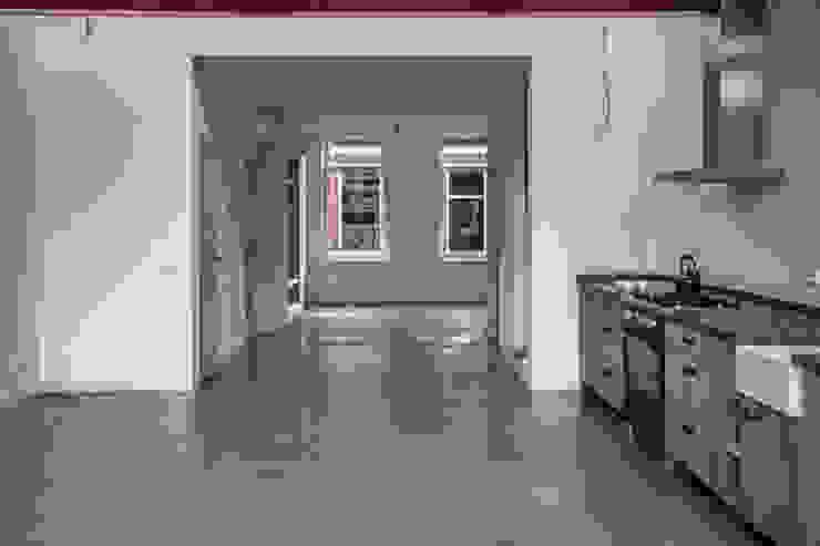 1 grote ruimte:  Woonkamer door architectenbureau Huib Koman (abHK),