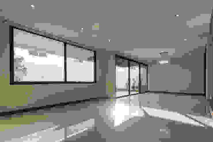 2M Arquitectura Soggiorno minimalista
