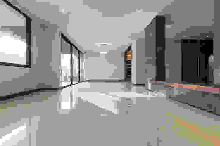 2M Arquitectura Sala da pranzo minimalista