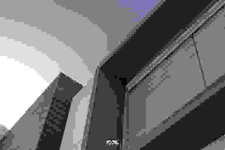 Virreyes 15: Ventanas de estilo  por 2M Arquitectura, Moderno