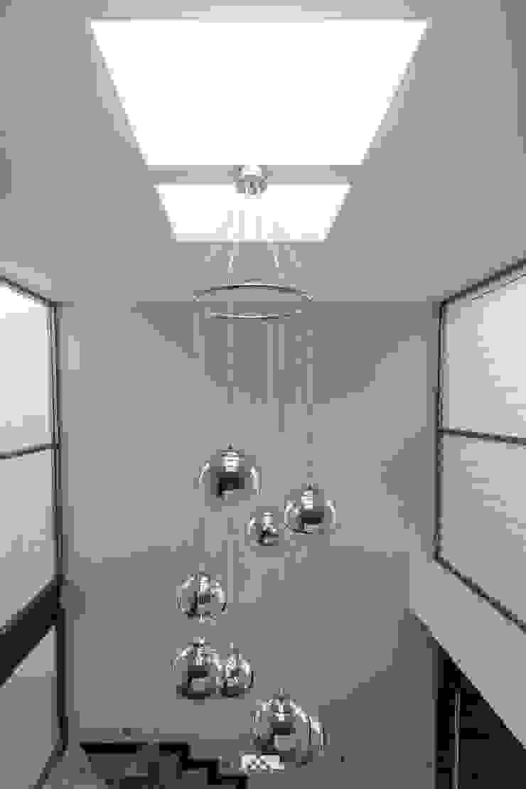 2M Arquitectura 玄關、走廊與階梯照明