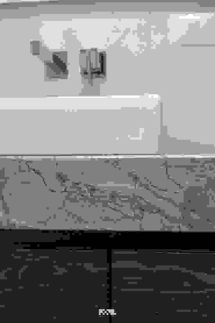 2M Arquitectura 現代浴室設計點子、靈感&圖片 大理石