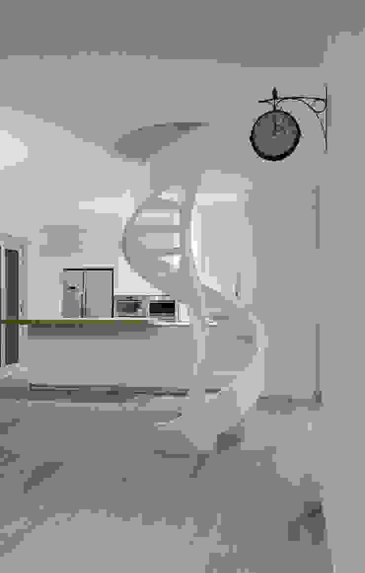 Minimalist corridor, hallway & stairs by casa&stile interior design e ristrutturazioni Minimalist