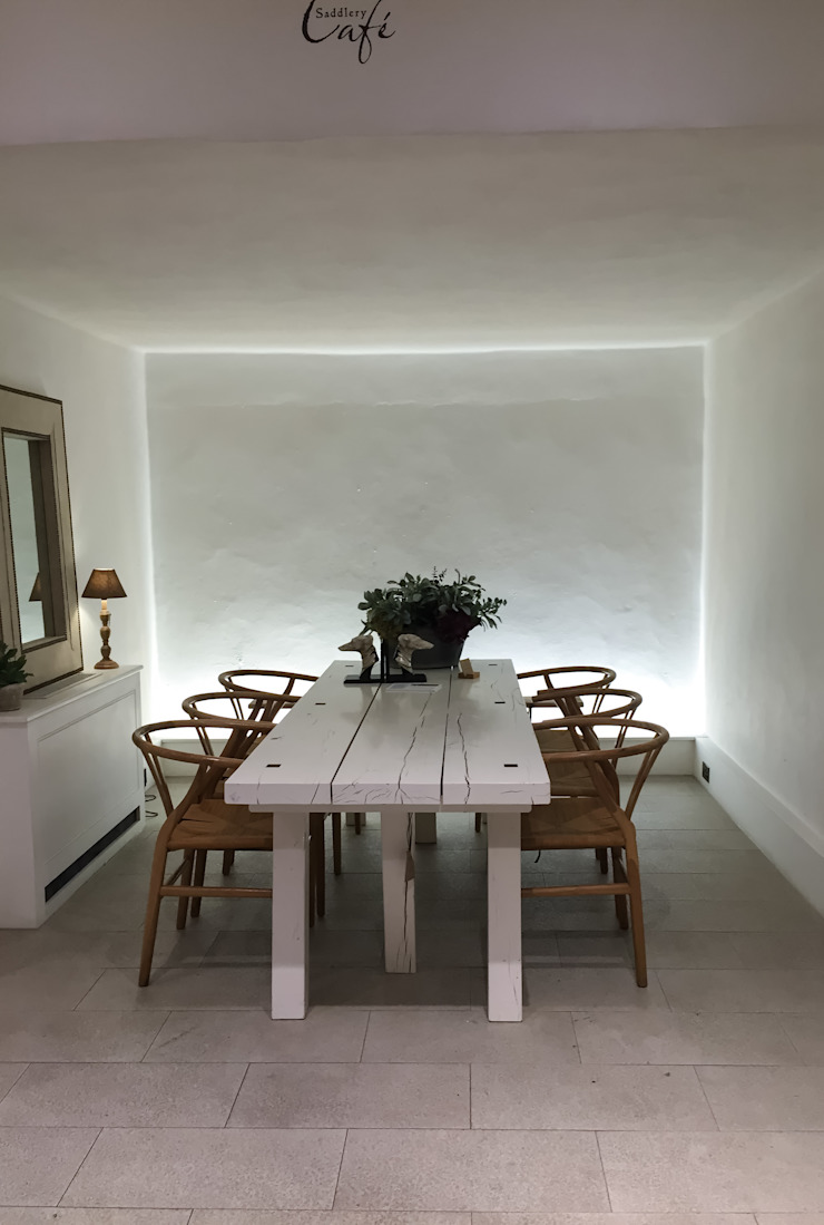 Minimalist dining room by casa&stile interior design e ristrutturazioni Minimalist