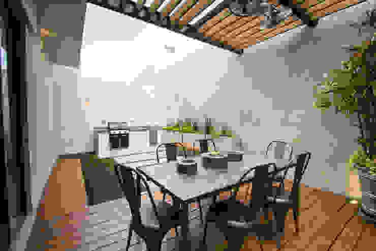 Balcone, Veranda & Terrazza in stile moderno di TAMEN arquitectura Moderno