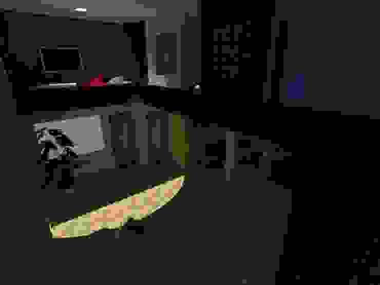 Modern Corridor, Hallway and Staircase by MVarquitectos Modern
