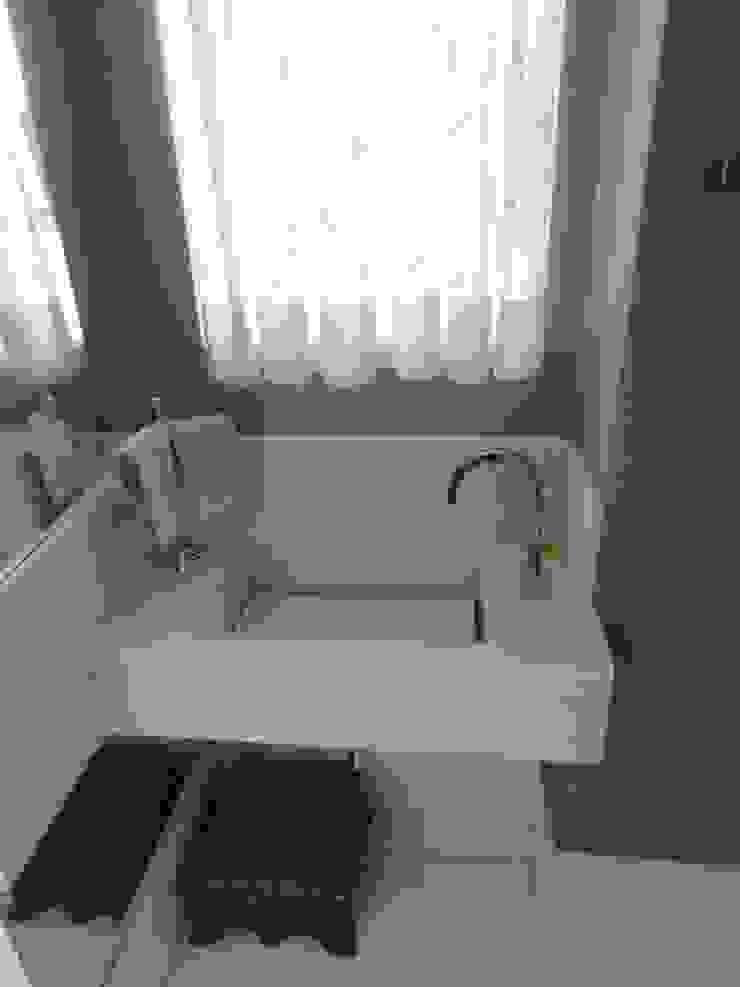 05_Projeto de Interiores Banheiros modernos por Paula Carvalho Arquitetura Moderno