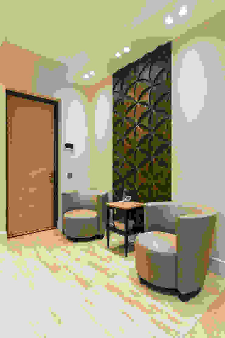Pasillos, vestíbulos y escaleras minimalistas de Bellarte interior studio Minimalista
