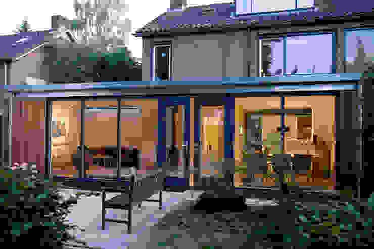 Buitengevel Moderne huizen van De E-novatiewinkel Modern IJzer / Staal