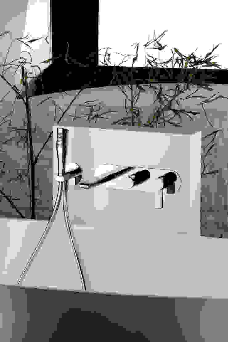 FRISONE SRL 現代浴室設計點子、靈感&圖片 金屬