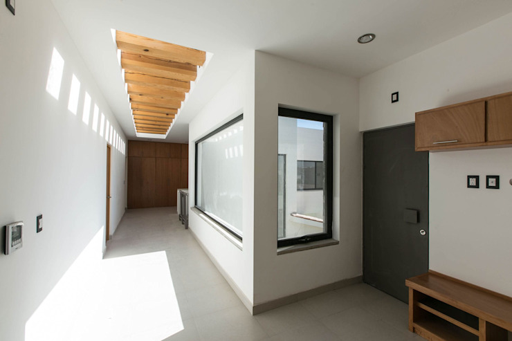 Modern Corridor, Hallway and Staircase by Arquitectura MAS Modern