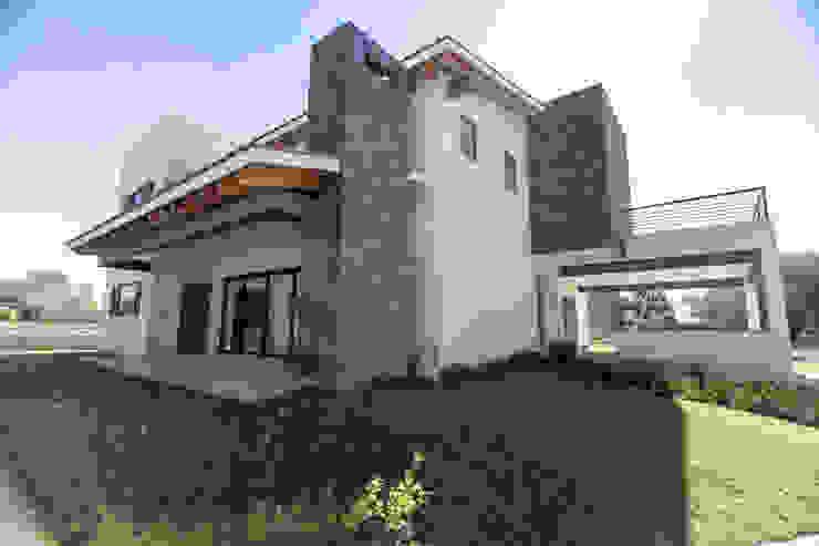 Casas modernas de Arquitectura MAS Moderno