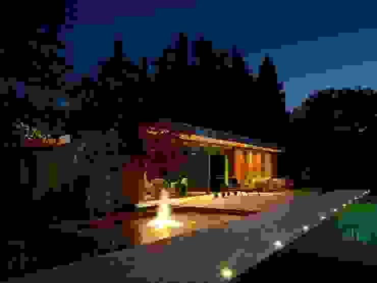 Casas de estilo moderno de +tongtong Moderno