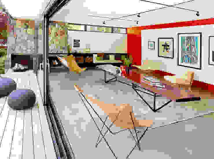 Pool House Modern living room by +tongtong Modern