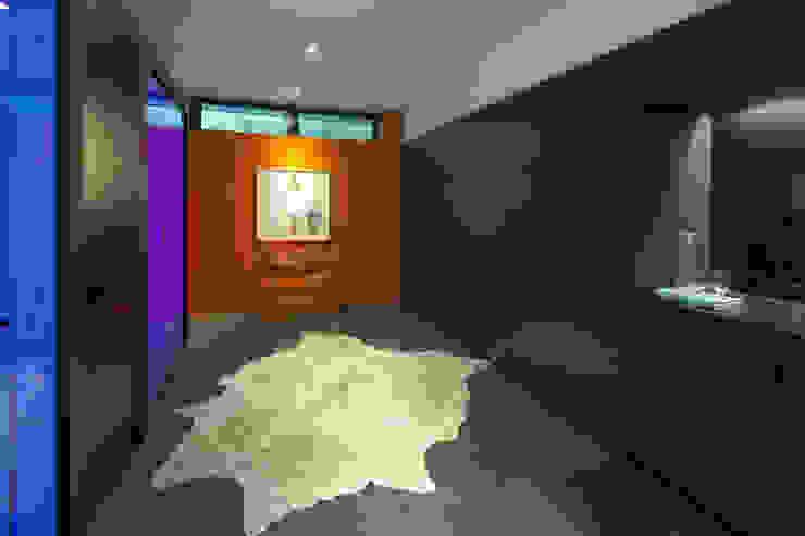 Dormitorios de estilo moderno de +tongtong Moderno