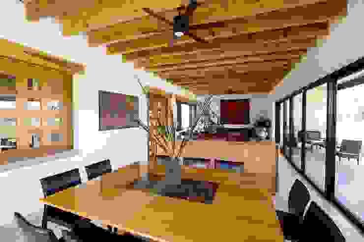 Comedores de estilo moderno de Arquitectura MAS Moderno