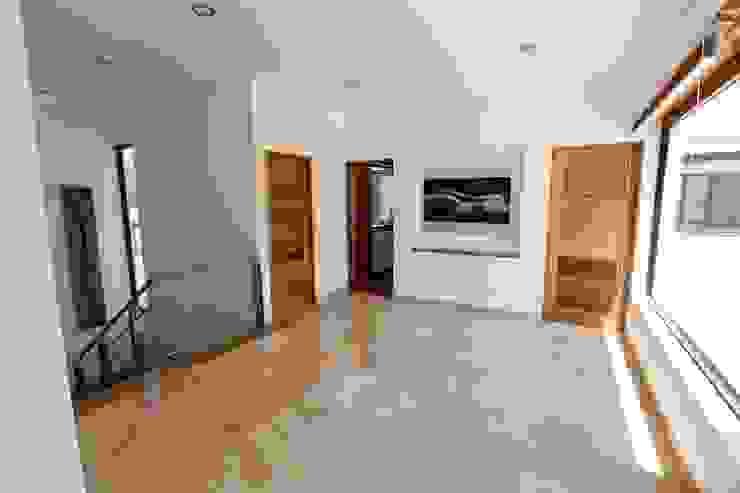 Pasillos, vestíbulos y escaleras de estilo moderno de Arquitectura MAS Moderno
