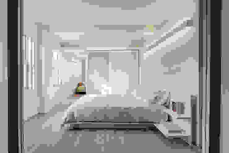 Master Bedroom Modern Bedroom by Lilian H. Weinreich Architects Modern