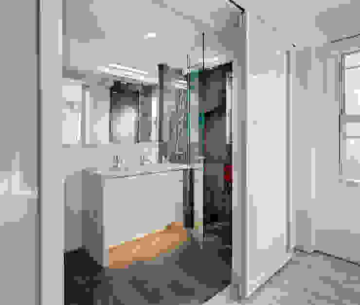 Master Bathroom Modern Bathroom by Lilian H. Weinreich Architects Modern