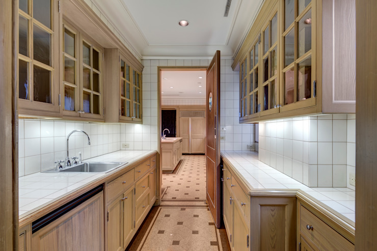 BEFORE BUTLER'S PANTRY: modern  by Lilian H. Weinreich Architects, Modern