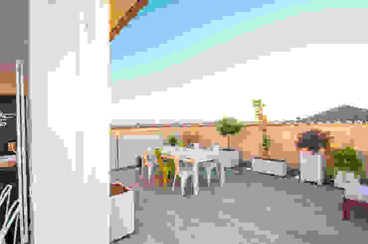 Ristrutturazione appartamento 50 mq Fabiola Ferrarello Industrial style balcony, porch & terrace Metal Multicolored