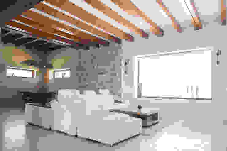 Salón Salones de estilo mediterráneo de homify Mediterráneo Madera Acabado en madera