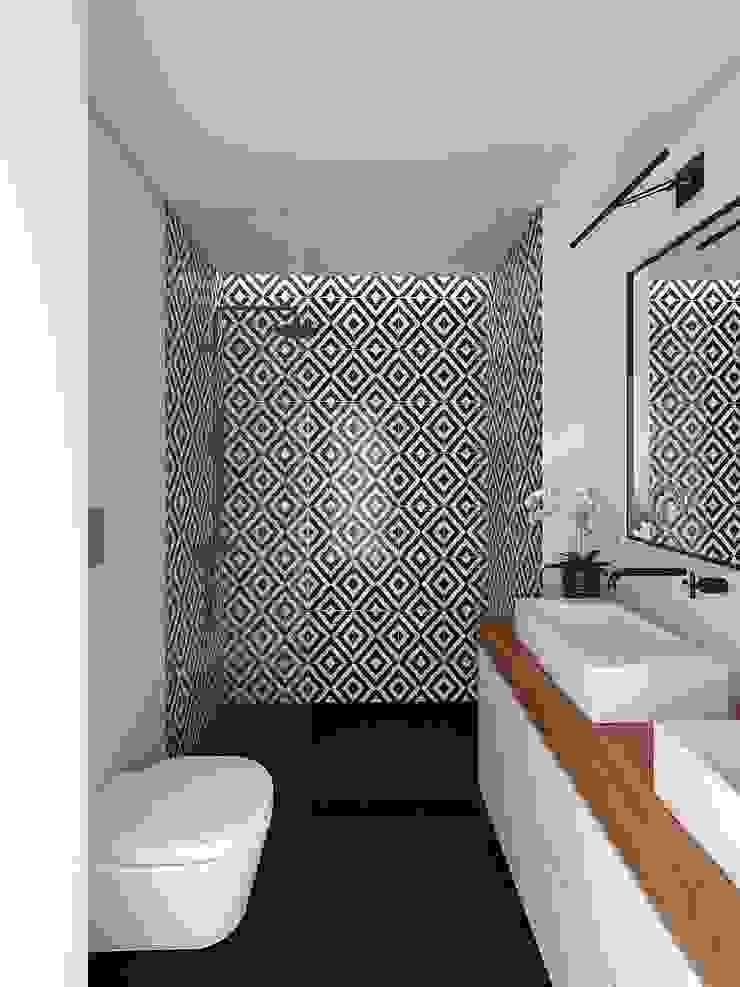 APARTAMENTO - T3 DUPLEX - ESTRELA Casas de banho modernas por EU LISBOA Moderno