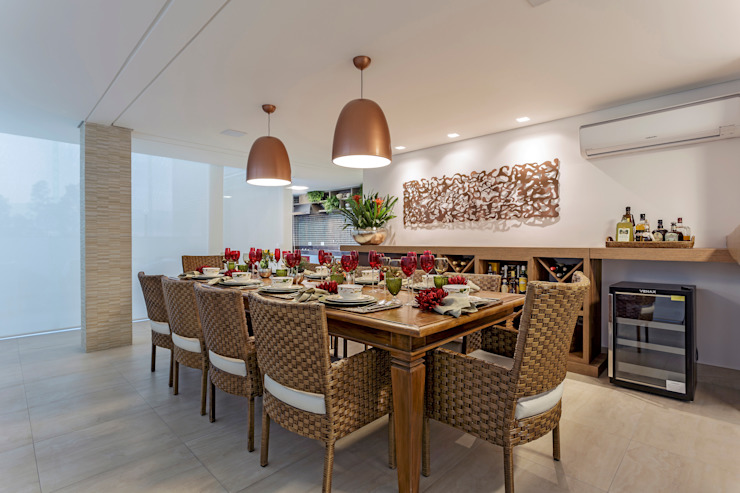 JANAINA NAVES - Design & Arquitetura Eclectic style dining room Wood-Plastic Composite Brown