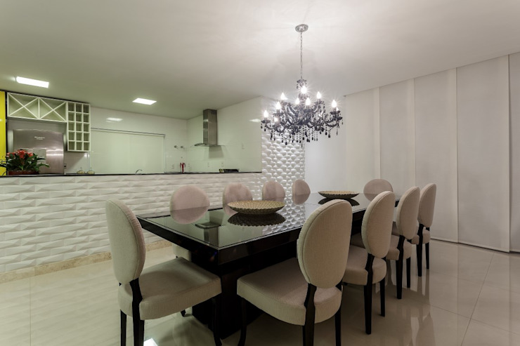 JANAINA NAVES - Design & Arquitetura Classic style dining room Wood-Plastic Composite Black