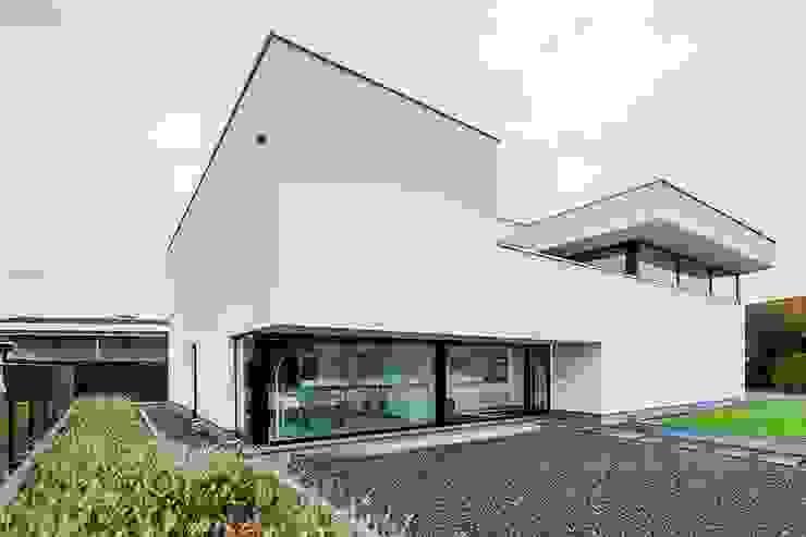 Casas modernas: Ideas, imágenes y decoración de Architectenbureau Dirk Nijsten bvba Moderno