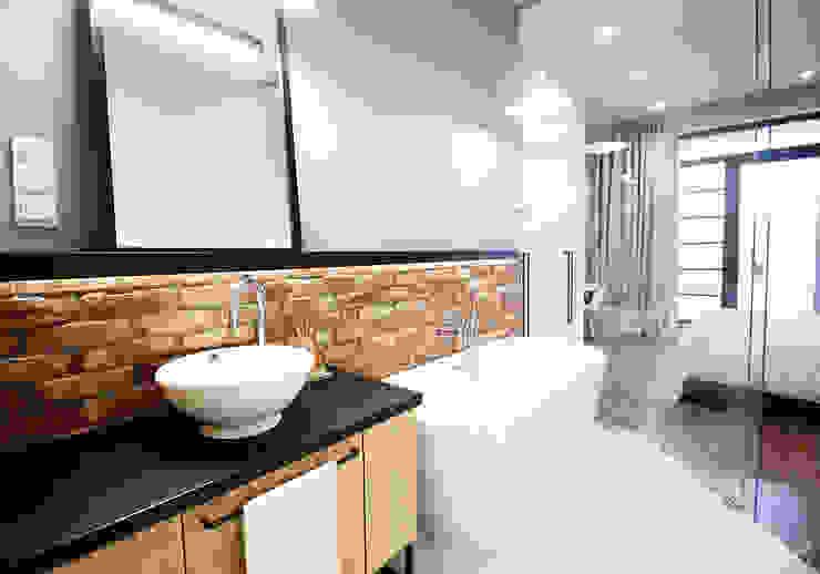 Industrial style bathroom by Kołodziej & Szmyt Projektowanie wnętrz Industrial