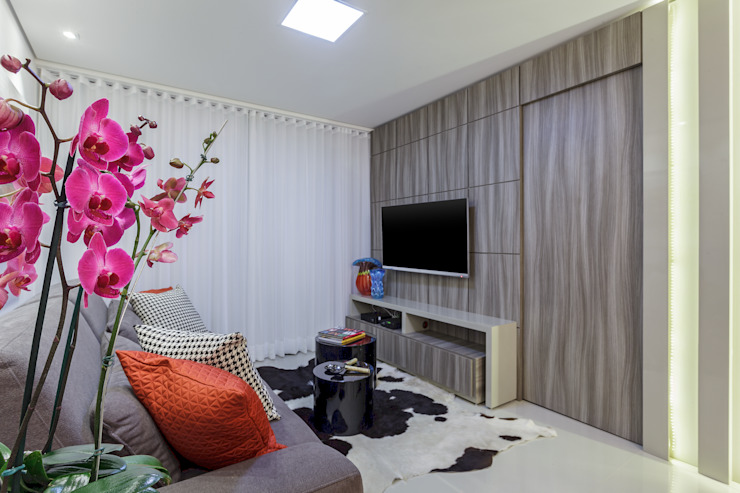 JANAINA NAVES - Design & Arquitetura Eclectic style living room Wood-Plastic Composite Grey